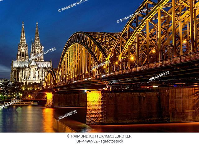 Cologne Cathedral, Hohenzollern Bridge, River Rhine, Historic centre, Night Scene, Cologne, North Rhine-Westphalia, Germany