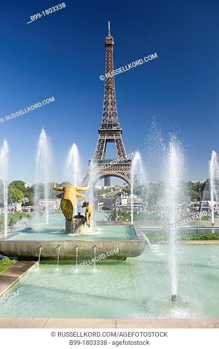 Fontaine De Varsovie, Trocadero, Palais De Chaillot, Eiffel Tower, Paris, France