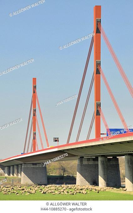 Rheinbrücke der Autobahn A42, Emscherschnellweg zwischen Duisburg und Moers, Nordrhein-Westfalen, Deutschland, Europa