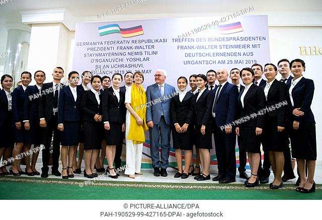 29 May 2019, Uzbekistan, Urgantsch: Federal President Frank-Walter Steinmeier and his wife Elke Büdenbender stand together with students of the University of...