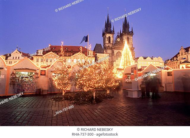 Christmas market and tree with Gothic Church of our Lady before Tyn at Staromestske namesti Old Town Square, Stare Mesto, Prague, Czech Republic, Europe
