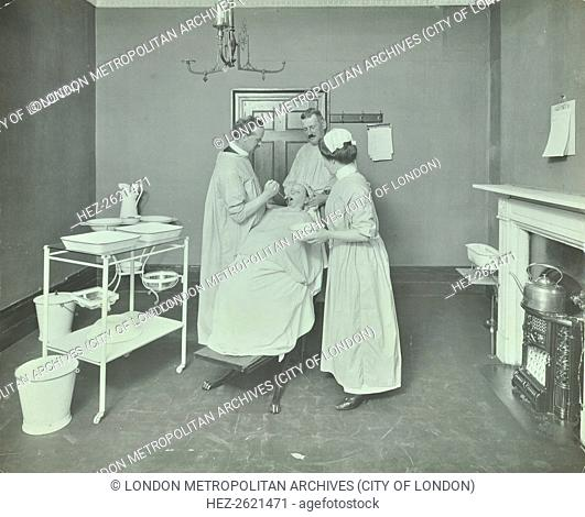 Operation Room, Woolwich School Treatment Centre, London, 1914. Artist: Unknown