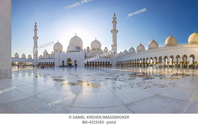 Courtyard of the Sheikh Zayed Mosque, Sheikh Zayed Grand Mosque, Abu Dhabi, Emirate of Abu Dhabi, United Arab Emirates