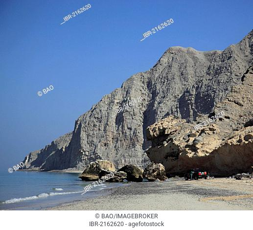 Coastline of the Arabian Gulf, near Bukha, in the Omani enclave of Musandam, Oman, Middle East, Asia