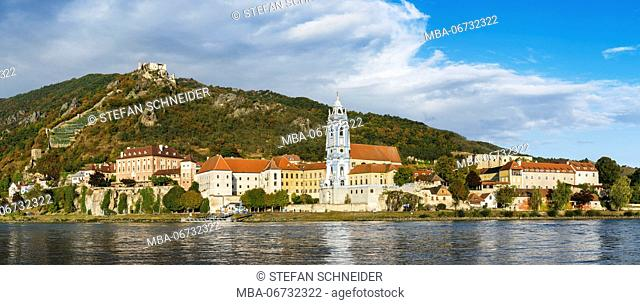 High resolution panorama of Dürnstein in the Wachau on the Danube with church, historical heart of village and the castle ruin in the background