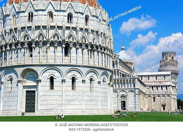 Pisa  Baptistery  Cathedral  Duomo  Piazza del Duomo  Cathedral Square  Campo dei Miracoli  UNESCO world heritage site  Tuscany, Italy, Europe