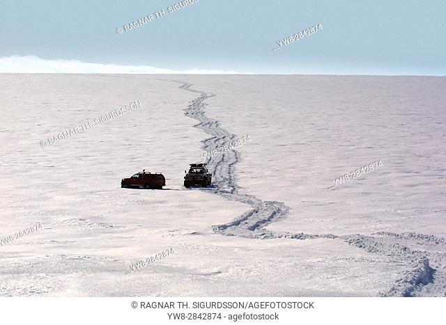 Jeeps driving on glacier, Myrdalsjokull Ice Cap, Iceland
