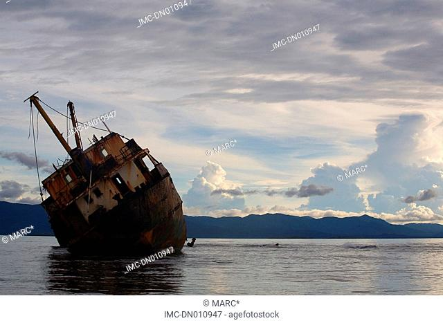 Panama, San Blas islands, comarca Kuna Yala, grounded boat