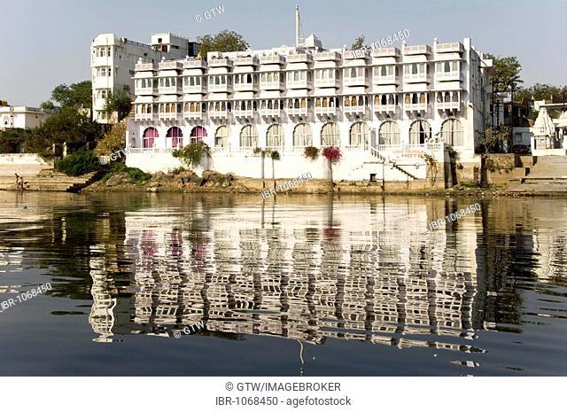 Hotel at the Pichola Lake, Udaipur, Rajasthan, India, South Asia