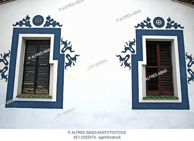 Windows, Torre Jujol, arch. Josep Maria Jujol, Sant Joan Despi, Barcelona province, Catalonia, Spain