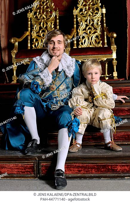 (dpa-EXCLUSIVE) Actor Constantin von Jascheroff as Prince of Wales poses with his son Elias (5) in a matching outfit at the set of TV series 'Alatriste' in...
