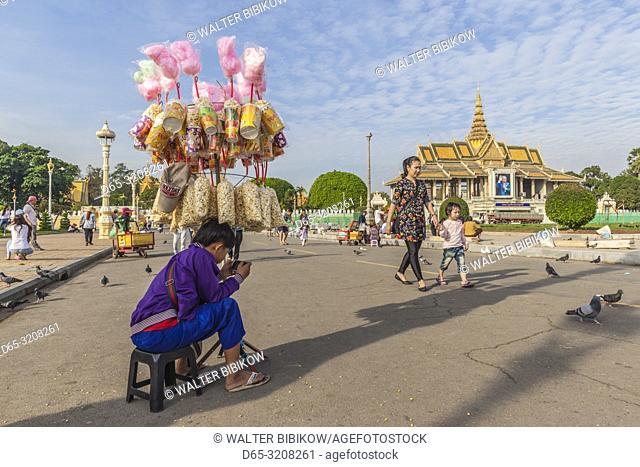 Cambodia, Phnom Penh, young vendor on the Tonle Sap Riverfront, NR