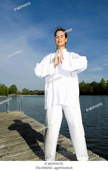 Young woman practising Qi Gong  - 18/12/2007