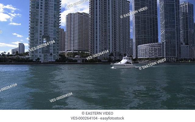 Yacht verl?sst die Stadt Miami - Private yacht leaving downtown Miami