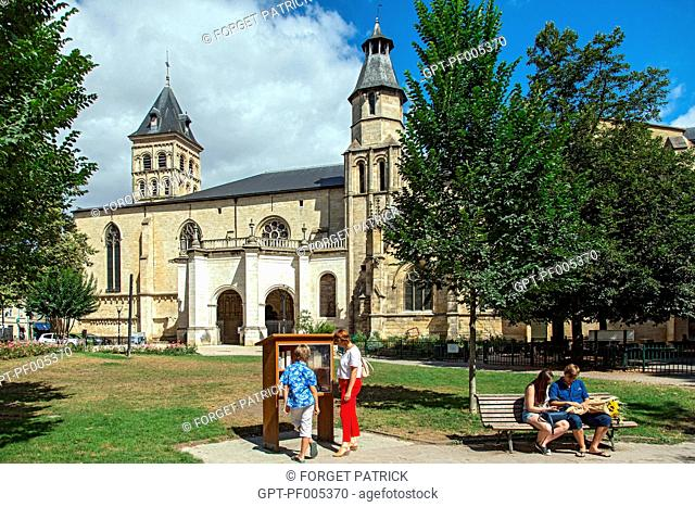 PARK IN FRONT OF THE SAINT-SEURIN BASILICA, PLACE DES MARTYRS DE LA RESISTANCE, CITY OF BORDEAUX, GIRONDE (33), FRANCE