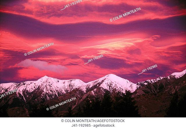 Sunset over Craigie Burn Range. New Zealand