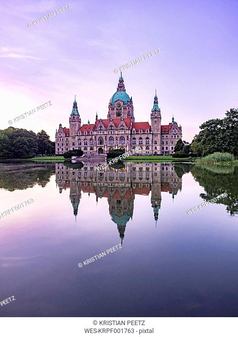 Germany, Hannover, New town hall with Maschteich