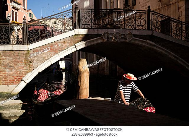 Gondolier waiting for clients, Venice, Veneto, Italy, Europe