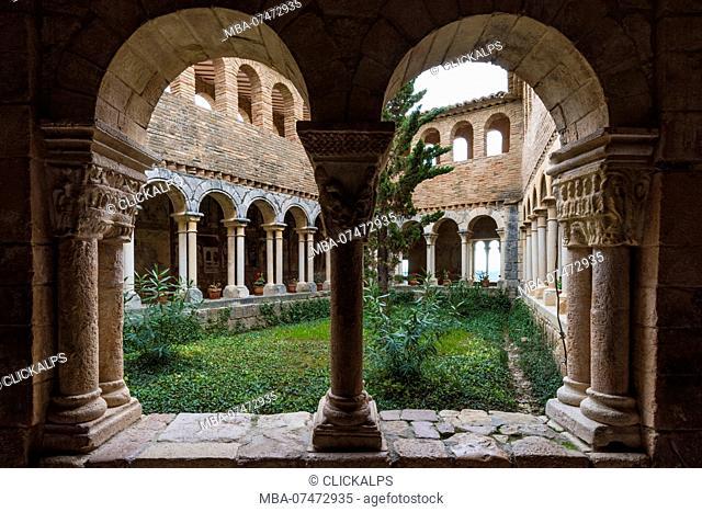 The cloister of Colegiata de Santa Maria la Mayor, Alquezar, Huesca, Aragon, Spain, Europe