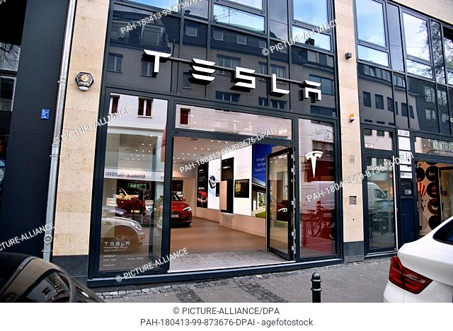 12 April 2018, Germany, Cologne:A shop of US manufacturer of electric vehicles and batteries Tesla. ..- NO WIRE SERVICE - Photo: Horst Galuschka/dpa