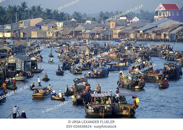 People at the Flooting Market on the Mekong River near the city of Can Tho in the Mekong Delta in Vietnam