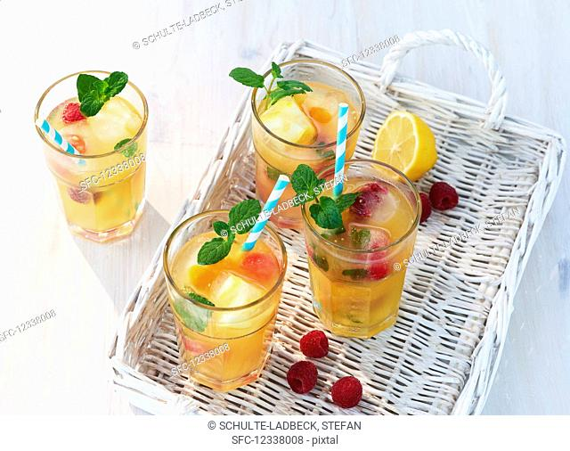 Fruity iced tea with mint on white basket tray