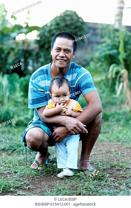 Reportage on a mainland French couple having recourse to a fa£a£amu adoption in Tahiti. Before L?a£s birth, meeting her biological father and older 11-month old...