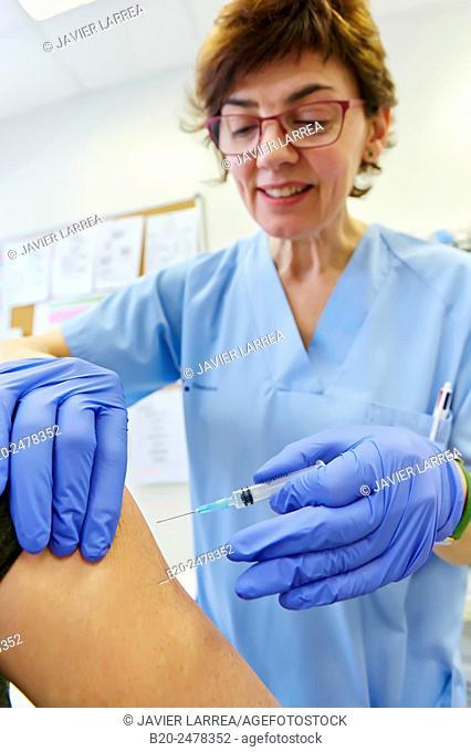 Nurse giving patient vaccination, Ambulatory Lezo, Gipuzkoa, Basque Country, Spain