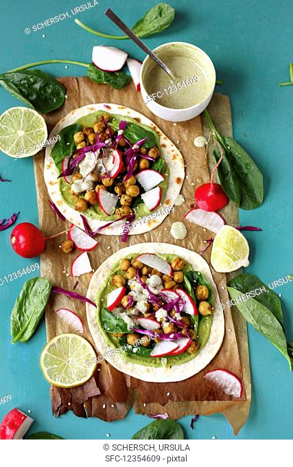 Soft tacos with green hummus, chickpeas, radishes and spinach (vegan)