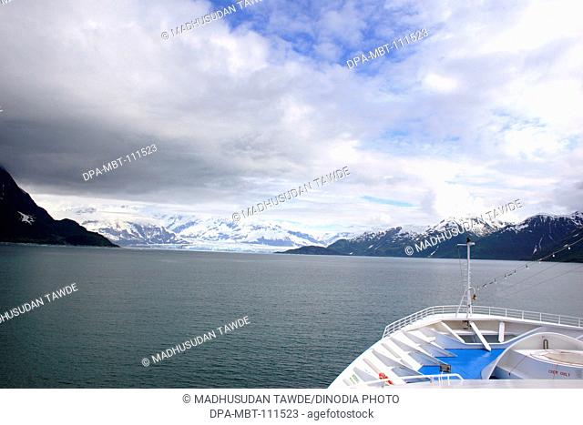 Cruise ship approaching Hubbard glacier; The longest tidewater glacier in Alaska ; Saint Elias  national park ; Disenchantment bay ; Alaska ; U.S.A