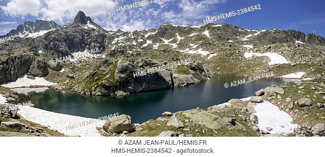 Spain, Catalonia, Val d'Aran, Salardu, Tredos, Aigües Tortes National Park, lake in the Colomers cirque