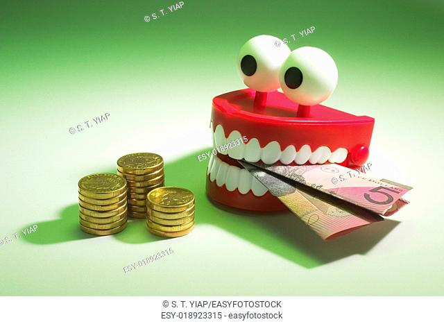 Chattering teeth with coins and note