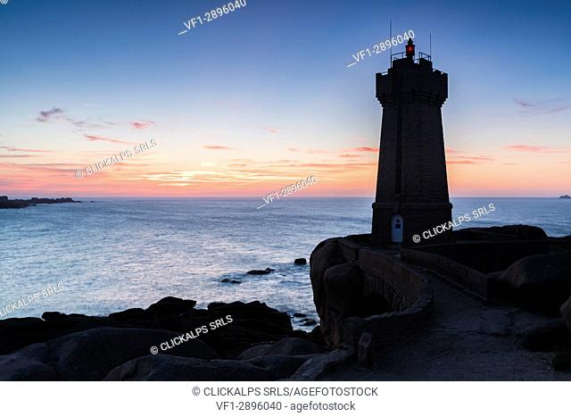Ploumanach lighthouse at sunset. Perros-Guirec, Côtes-d'Armor, Brittany, France