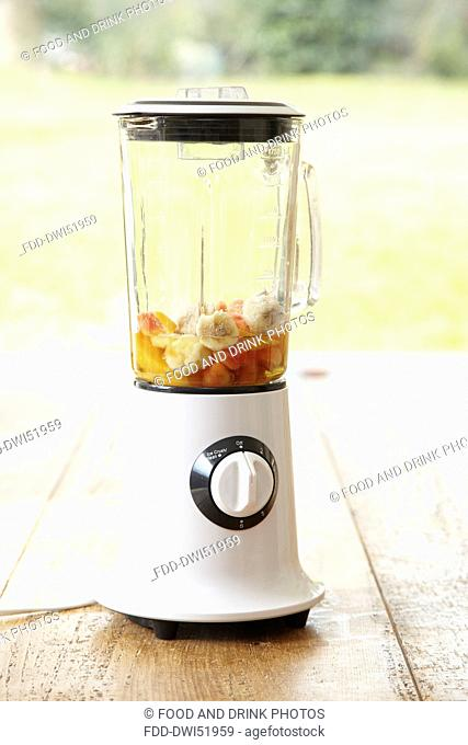 Smoothie -juice and fruit in the blender - step shot