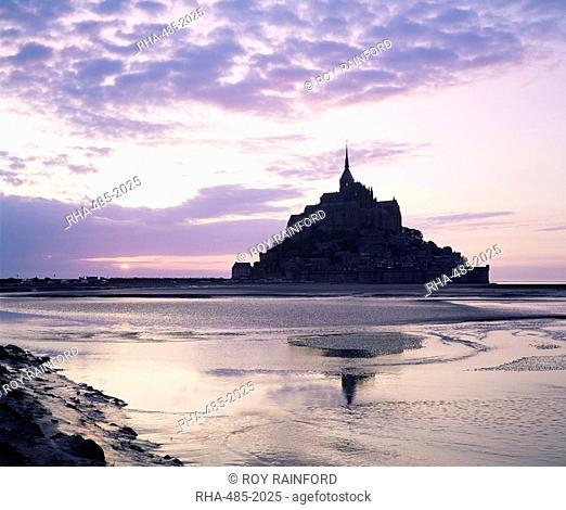 Mont Saint-Michel at sunset, UNESCO World Heritage Site, La Manche region, Basse Normandie Normandy, France, Europe