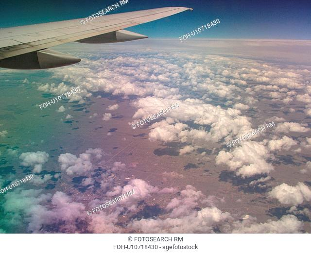 Mid-West, Aerial, clouds, wing, airplane flying over the Midwest