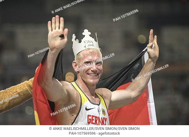jubilation winner Arthur ABELE (1st place / Germany) with crown and flag. Decathlon 1500m, on 08.08.2018 European Athletics Championships 2018 in Berlin /...