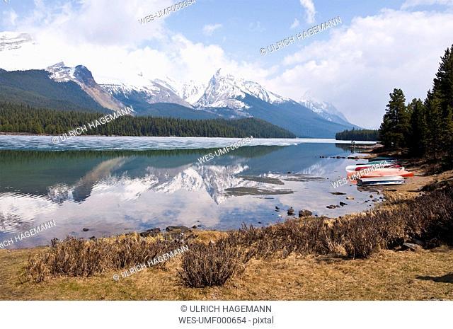 Canada, Alberta, Rocky Mountains, Maligne Lake, rowing boats at lakeshore