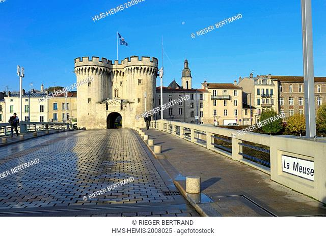 France, Meuse, Verdun, Porte Chaussee, gate of the 15th century, official entry of the city since its construction, defense tower of the great wall that...