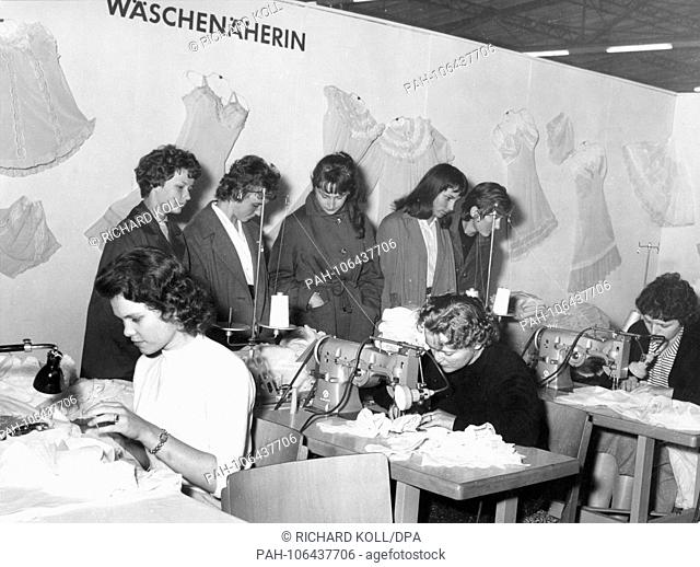 Pupils inform themselves on 27 July 1958 on the occupation of the seamstress on a job exhibition organized by the employment office of the city of Frankfurt