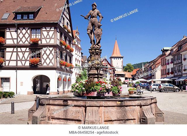 Röhrbrunnen (fountain) on the marketplace, upper gate tower, Gengenbach, Kinzigtal, Black Forest, Baden Württemberg, Germany