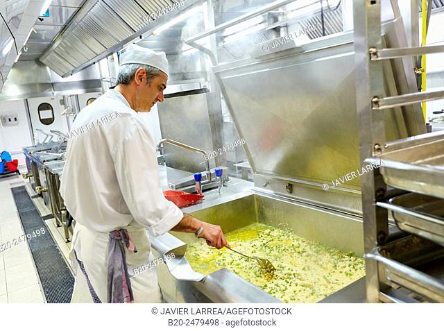Cook preparing food, Hospital meal preparation, Kitchen, Hospital Donostia, San Sebastian, Gipuzkoa, Basque Country, Spain