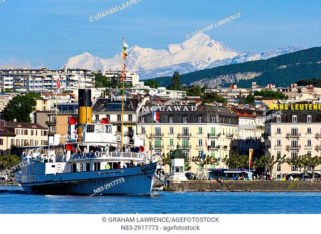 View over Lake Geneva, towards the Mont Blanc massif, Geneva, Switzerland, Europe