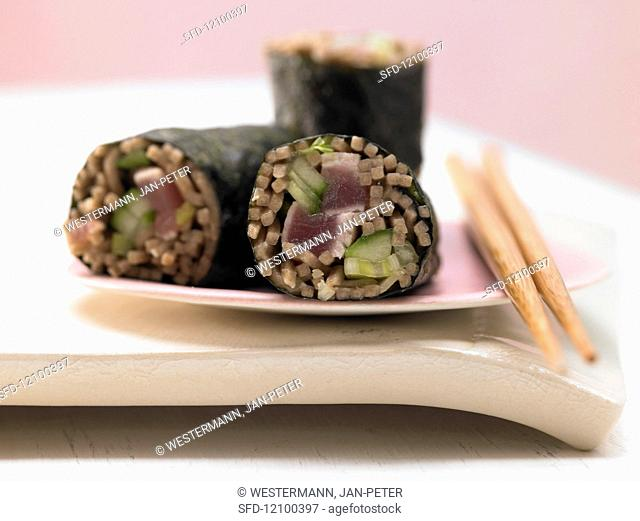 Tuna maki rolls with soba noodles