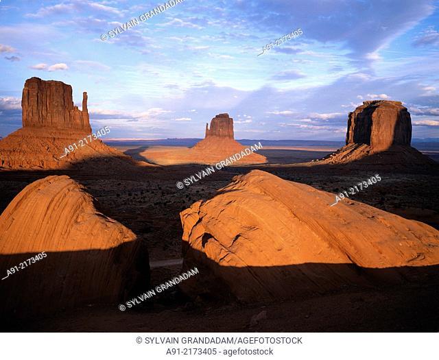 Utah, Monument Valley at dusk