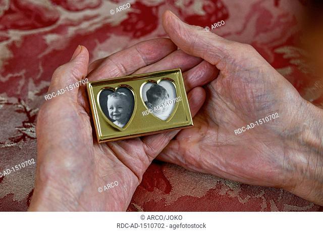 Symbolfoto, Mutterliebe, Bilderrahmen, Erinnerung