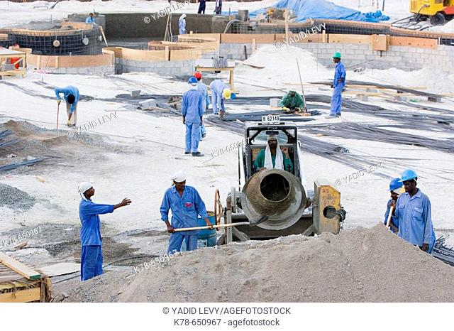 Indian and Pakistani labour working at a construction site in Jumeirah (oct. 2005). Dubai, United Arab Emirates