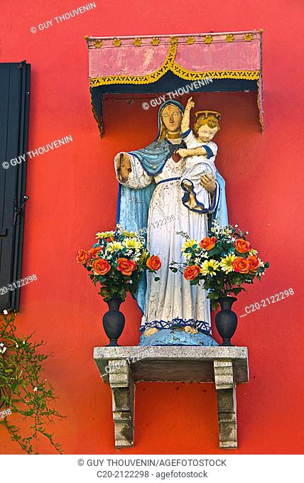 Virgin and child, statue with vases of flowers, in the street, Dorsoduro, Venice, Italy