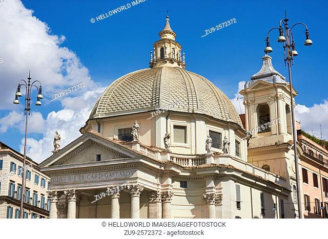 Chiesa Santa Maria in Montesanto, Piazza Del Popolo, Rome, Lazio, Italy, Europe. . The church was begun by Carlo Rainaldi and completed by Bernini and Carlo...