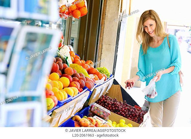 Shopping woman. Buying in Fruit Shop. San Sebastian. Donostia. Gipuzkoa. Basque Country. Spain